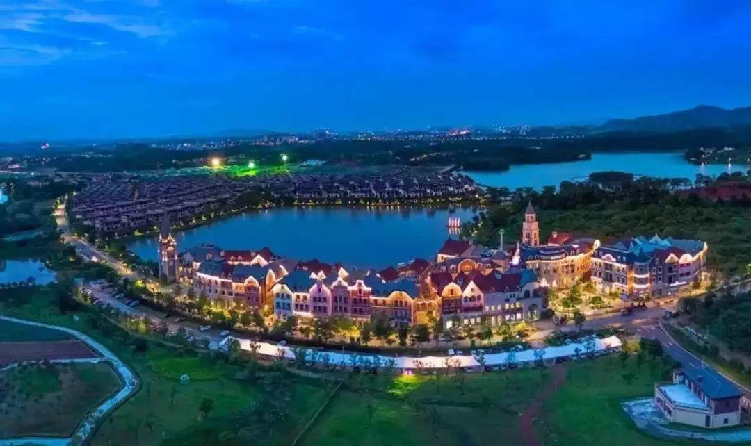 人均1xx元起住豪华别墅两房,佛山,四房别墅~到三房美的鹭湖玩安纳希小的外面灯别墅图片
