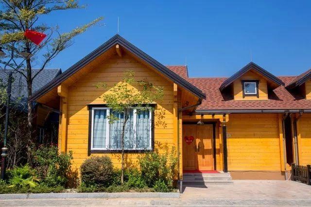 【巴伐利亚 新!正!抵!】888预售,带花园木屋别墅2~4房任选,私院泡池,管家服务,早餐送上门,可俯瞰整个庄园!