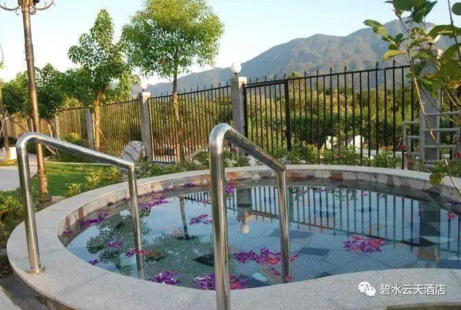 秋冬温泉养生该提上日程啦!泡世界珍稀温泉、游泳、康体娱乐、美食、尽在从化碧水云天温泉