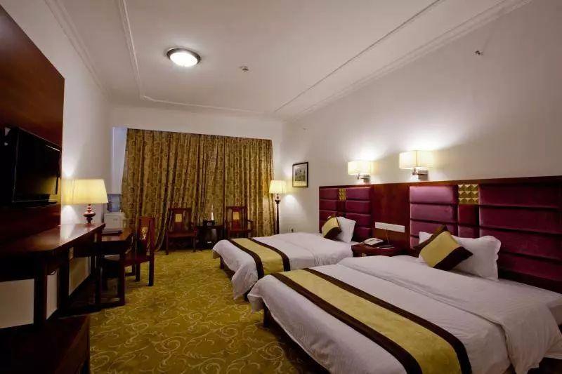 滑温泉+帝都温泉酒店+80多个特色养生池+双人自助早餐+双人无限次温泉,只要268元!