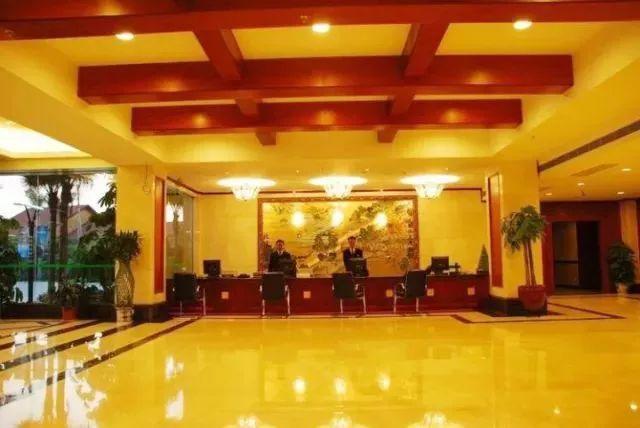 【清远聚龙湾温泉】¥638起=双人住宿+自助早、晚餐+泡稀有氡泉!
