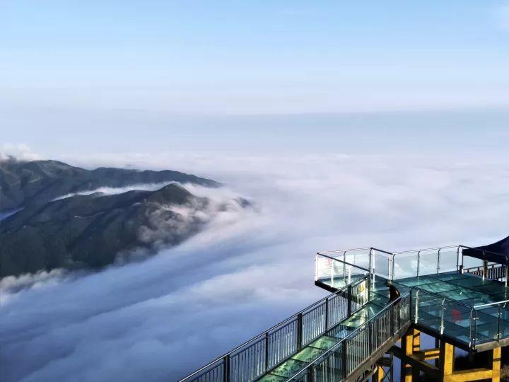 清远市连山金子山风景区垂直天梯玻璃桥广东最美雪景